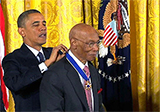 Obama giving award to Ernie Banks
